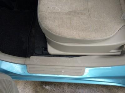 車内ルームクリーニング(嘔吐処理)の依頼を受けました。 弘前市パッソセッテ